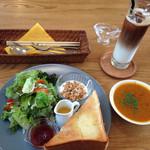 42596427 - 野菜たっぷりのスープに、サラダに、トーストにドリンクまで!サラダのドレッシングが、また自家製で、絶品!