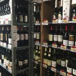 スタンドバー・マル - ワインも豊富に売ってマス!