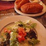モカンボクラブ - サラダとアツアツパン