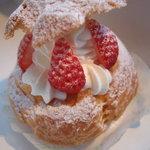 スイートショップ・タカ - 苺シュークリーム