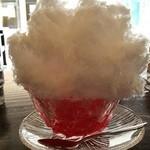 42601261 - 名物の天然氷のかき氷。@イチゴ味は580円