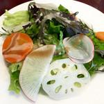 BISTRO BACCHUS - ランチのサラダ