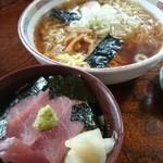 うれしの - ミニまぐろ丼セット(ラーメン大盛)790円