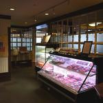 肉の万世 - エレベータを降りたら、ここは肉屋か!?