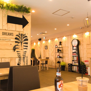 Cafe du Riche - 内装もシンプルオシャレで広々してる