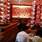 博多 一風堂 - 博多 一風堂 イクスピアリ店 ラーメン丼と蓮華が意匠のオサレな店内