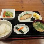 めん処 広川 - 暫くするとベルがなって和朝食780円の出来あがりです。