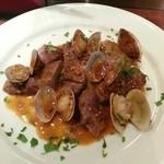 Wine bistro 晴 - 豚肉と浅利のアレンテージョ風