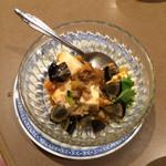 42614682 - 豆腐にピータンと何かを炒めたソースをかけただけ、とんでもなく美味しい!