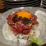 京松蘭はなれ - ☆炙りユッケ丼は黄身がメチャ濃いめです(*^^)v☆