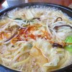 鶏貝ちゃんぽん りゅうじ - ドラゴンちゃんぽん980円。貝は入ってませんが、牛ホルモン入りで辛味スープのちゃんぽんです。                             温泉玉子90円も追加しました。