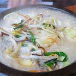 鶏貝ちゃんぽん りゅうじ - 鶏貝ちゃんぽん700円。お店がある『鳥飼』という地名に引っ掛けてあるところがナイスです♪