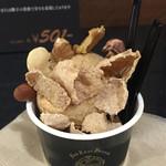 42627235 - フィグとデーツのアイスクリーム540円