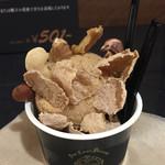 42627237 - フィグとデーツのアイスクリーム540円