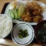 きらく食堂 - 唐揚げ定食500円(ご飯おかわり自由)