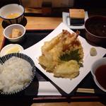 ごはんとてんぷら ひねもすのたり - 天ぷら定食   美味そうな見た目  1000円