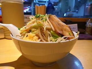 麺歩 バガボンド 本店 - 炙りチャーシュー麺の力島コール(大、白、ニンニクマシ、ヤサイマシマシ)