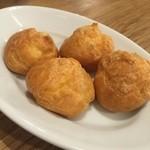 ル コントワ - ☆定番のアミューズはチーズのパン☆