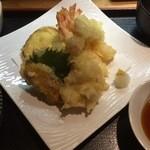 ごはんとてんぷら ひねもすのたり - 天ぷら定食:1,000円