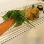 42629889 - コースの前菜一品目                       サーモン、イカと玉ねぎのマリネ、オリーブ