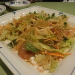 42630889 - 野菜たっぷりの刺身(鯛)サラダ