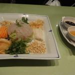 42630891 - 野菜たっぷりの刺身(鯛)サラダ