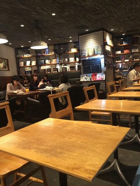 カフェ&ブックス ビブリオテーク 東京・有楽町