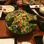 串揚げぴん - まずは、お野菜10種のサラダ。少しサービス気味。