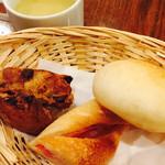 ラ・プルミエプゥッス - ランチのパン。