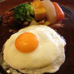 レストランかづの - デミグラスソースたっぷりの目玉デミソースハンバーグ