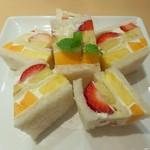ホソカワ - フルーツサンド(864円)