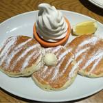 ラナイ カフェ - 料理写真:クラシックミルクソフトパンケーキ3枚 税込842円