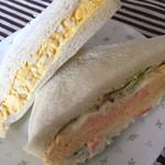 八千代 - タマゴサンド…190円。ポテトサラダとチーズオムレツサンド…280円。