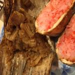 八千代 - 豚角煮入りちまき…180円。油揚げ醤油焼きおにぎり…130円。断面。
