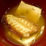42644425 - かに猿 @中葛西 かきフライ定食に添えられる毛蟹と豆腐の味噌汁