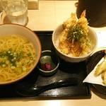 42645222 - ごぼう天うどん550円+丼セット(海老天)300円