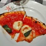 42645466 - ピッツァマルゲリータ トマトソースがたっぷり!