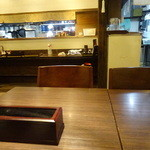 蕎麦人弁慶 - テーブル席に着席です