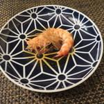 東京チャイニーズ 一凛 - 愛知の天然の才巻海老の紹興酒漬け、土鍋蒸し ナンプラーと白髪葱で6