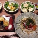 ダイニング 和 - 海鮮丼に揚げ物付き、3種のサラダ食べ放題!       3日間限定の1コイン(*^^*)