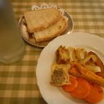 トラットリア ダ ゴイーノ - 前菜とパン付き
