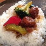 沙羅 - 沙羅の今週のランチカレーは、ミートボールと野菜カレー(14.09)
