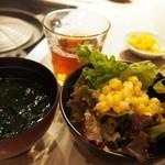 松尾ジンギスカン - ご飯、お味噌汁、サラダ、ドリンクはブッフェスタイルです