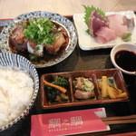 42652696 - 煮魚とお刺身定食 1,000円