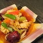 中国料理 桃翠 - イカと県産野菜の朝天唐辛子炒め