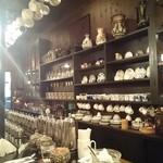 コーヒーハウス葡萄畑 - 店内です。(カウンター側です。)