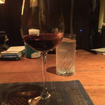 42660455 - 赤ワイングラス