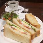 珈琲館 - ミックスサンド(たまごサラダ・ハム・トマト)とブレンドコーヒー