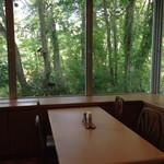 いこいの湯宿 いろは - 朝食会場からの窓の景色