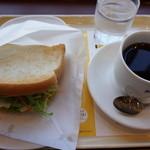 ドトールコーヒーショップ - 2015.10 朝カフェセットのBセット ビーフパストラミと野菜のサンド(390円)